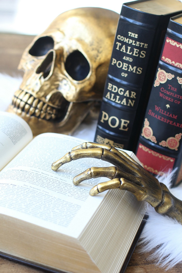 halloween-decorating-ideas-with-books-4