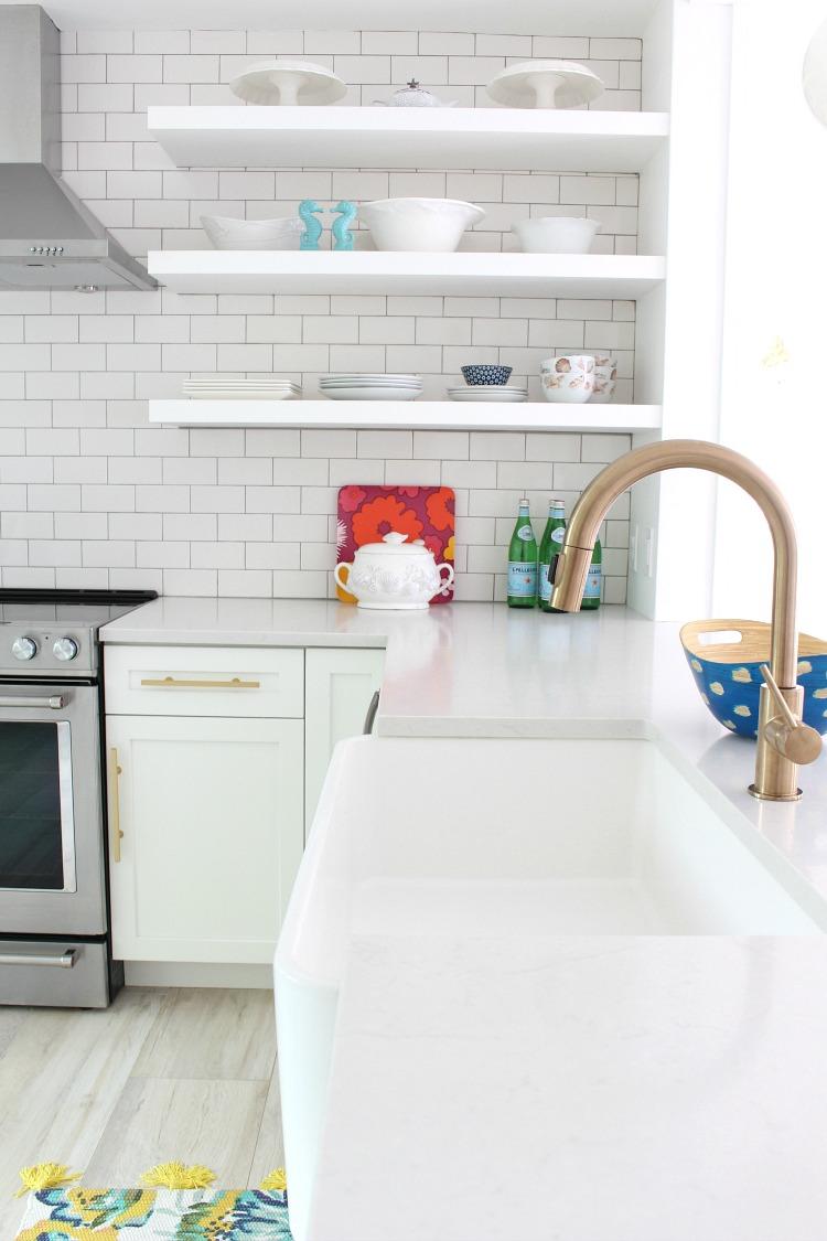 beach-cottage-kitchen-750