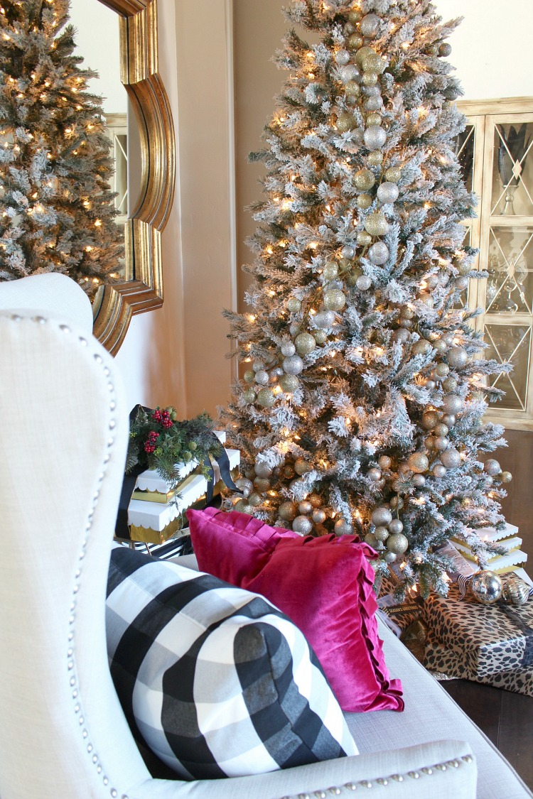 Blogger Stylin\' Home Tours Christmas 2016 - The House of Silver Lining