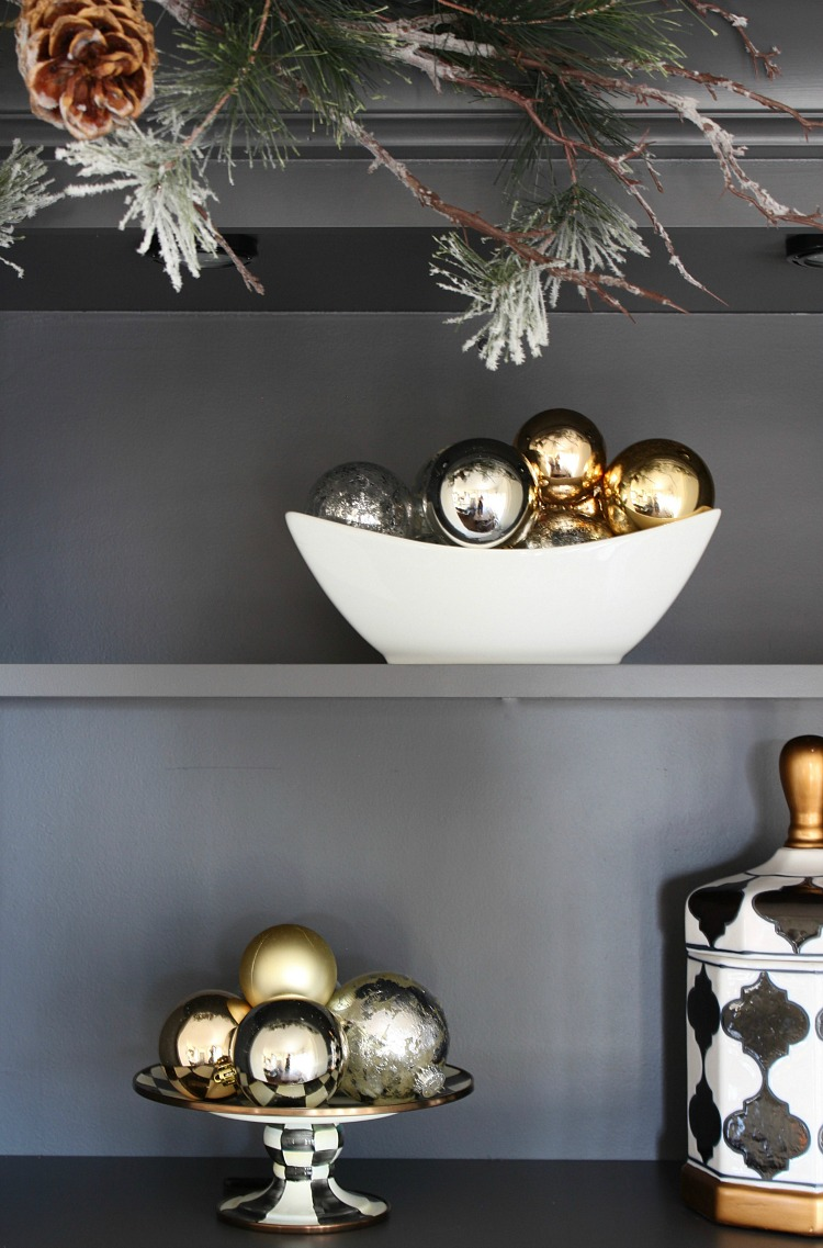 christmas-decorating-ideas-open-shelves-kitchen