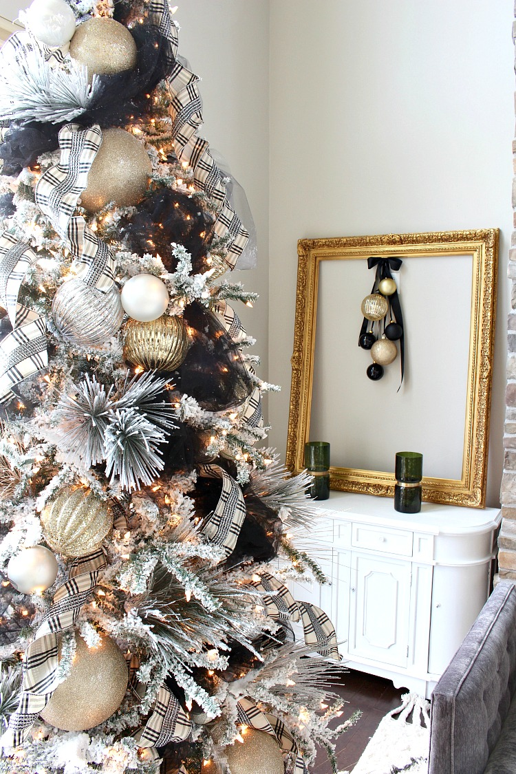 christmas-tree-decorated-with-tulle-1
