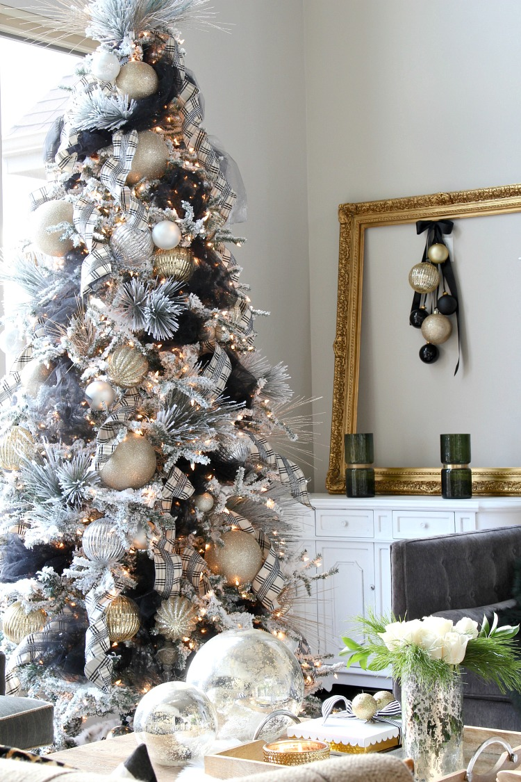 christmas-tree-decorated-with-tulle