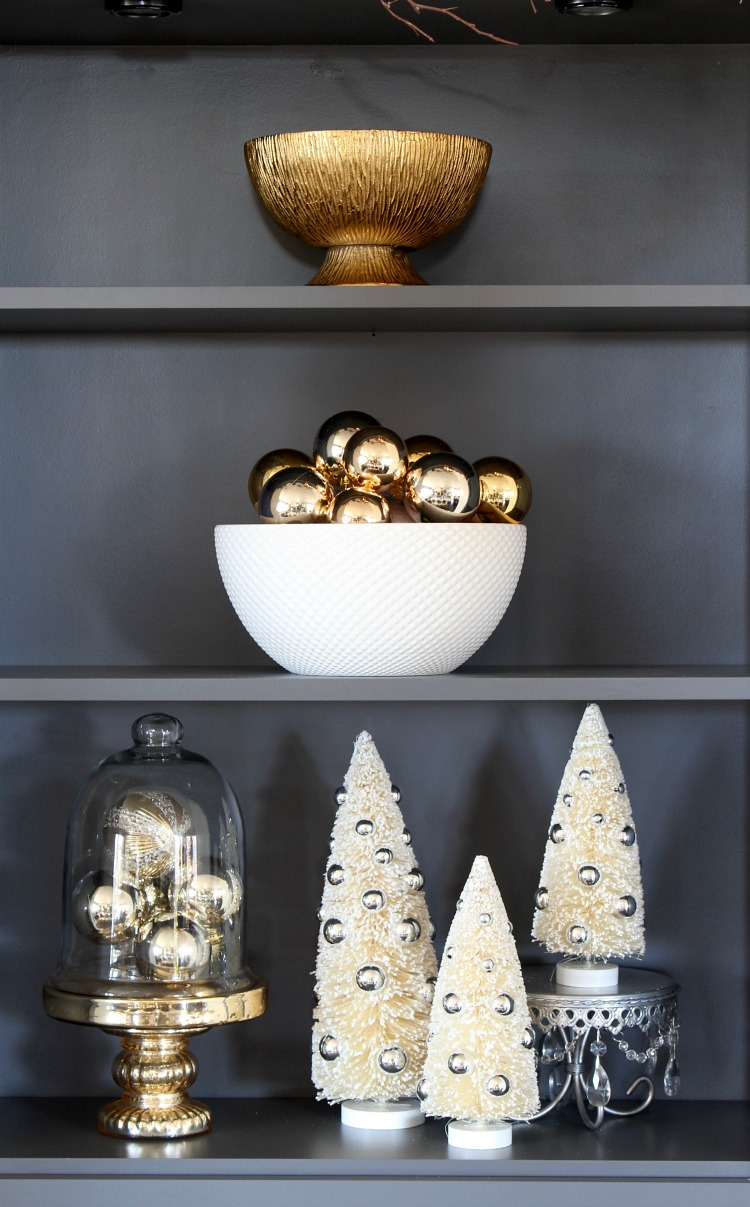 open-shelf-kitchen-christmas-decor