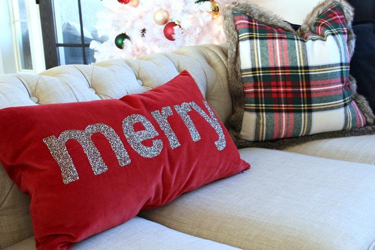 red-velvet-merry-pillow-glitter