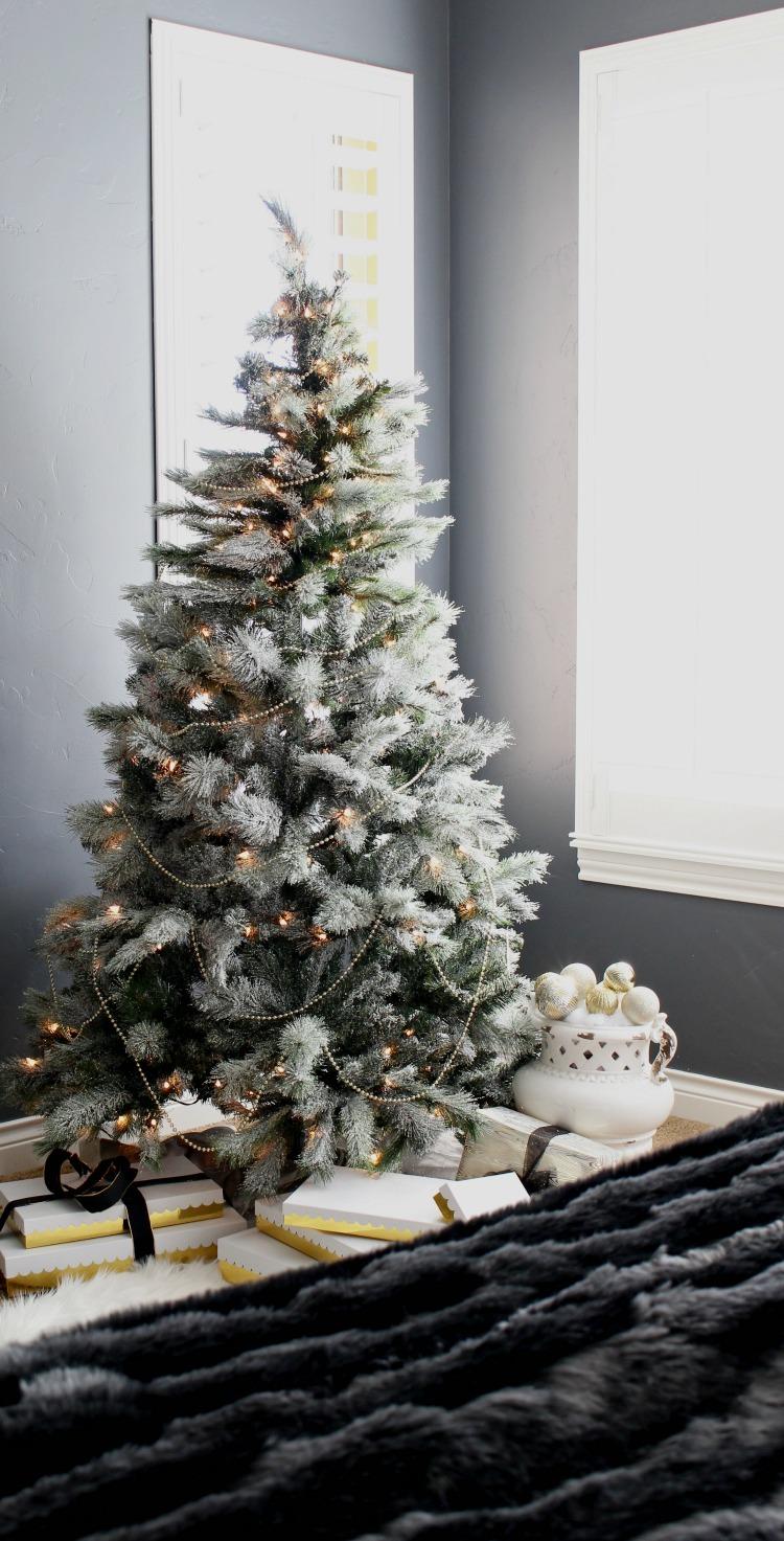 simple-flocked-tree