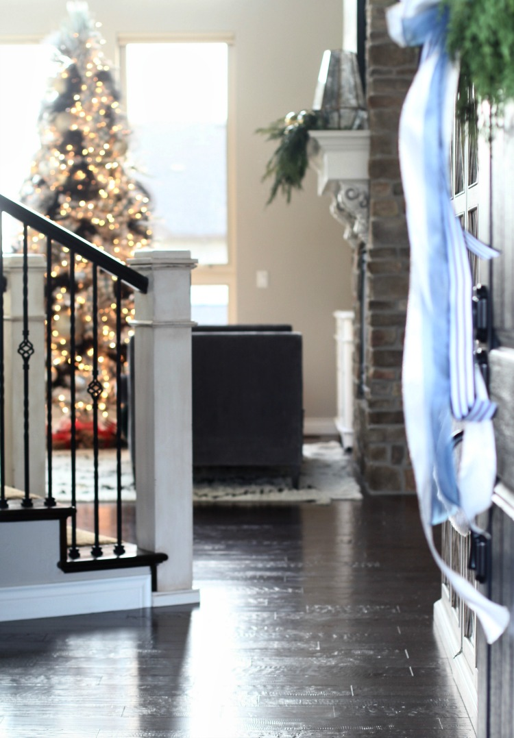 welcome-home-christmas-porch-14