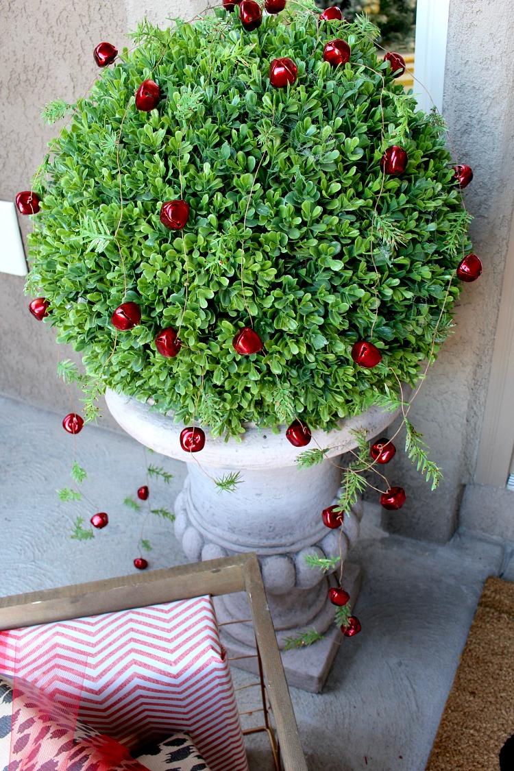 welcome-home-christmas-porch-8