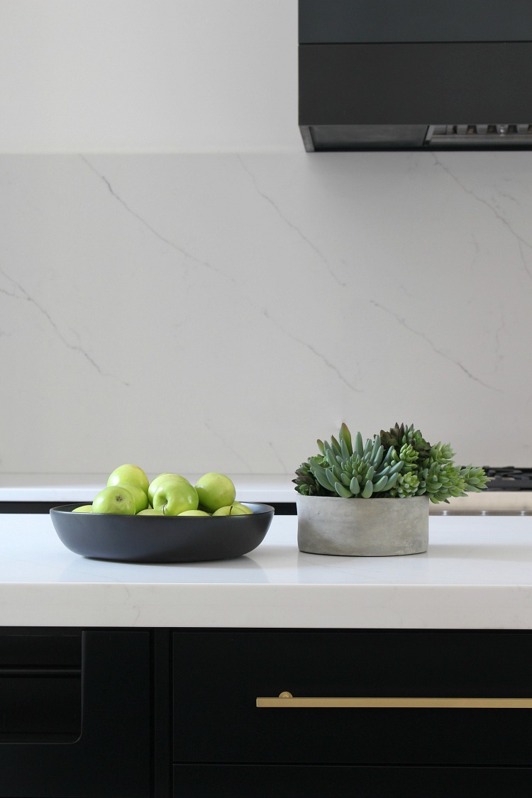 modern-kitchen-black-cabinets-aurea-stone-quartz