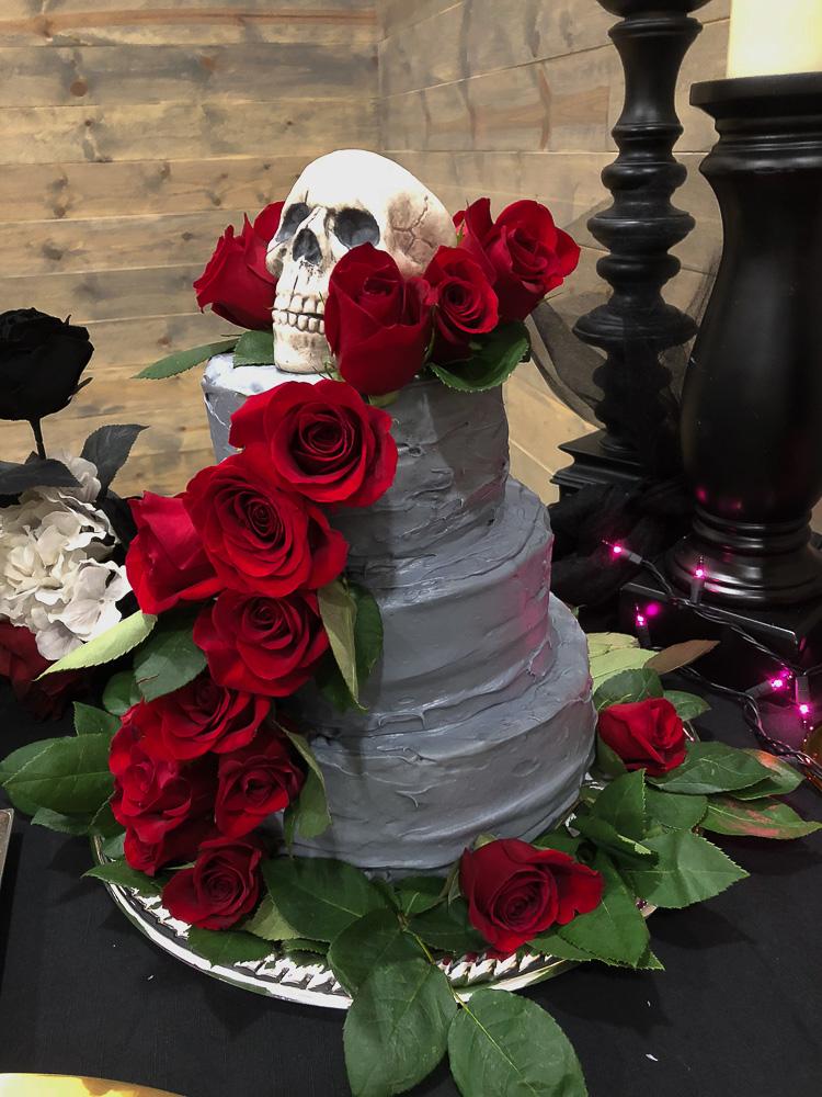 creepy-elegant-gothic-halloween-wedding-cake
