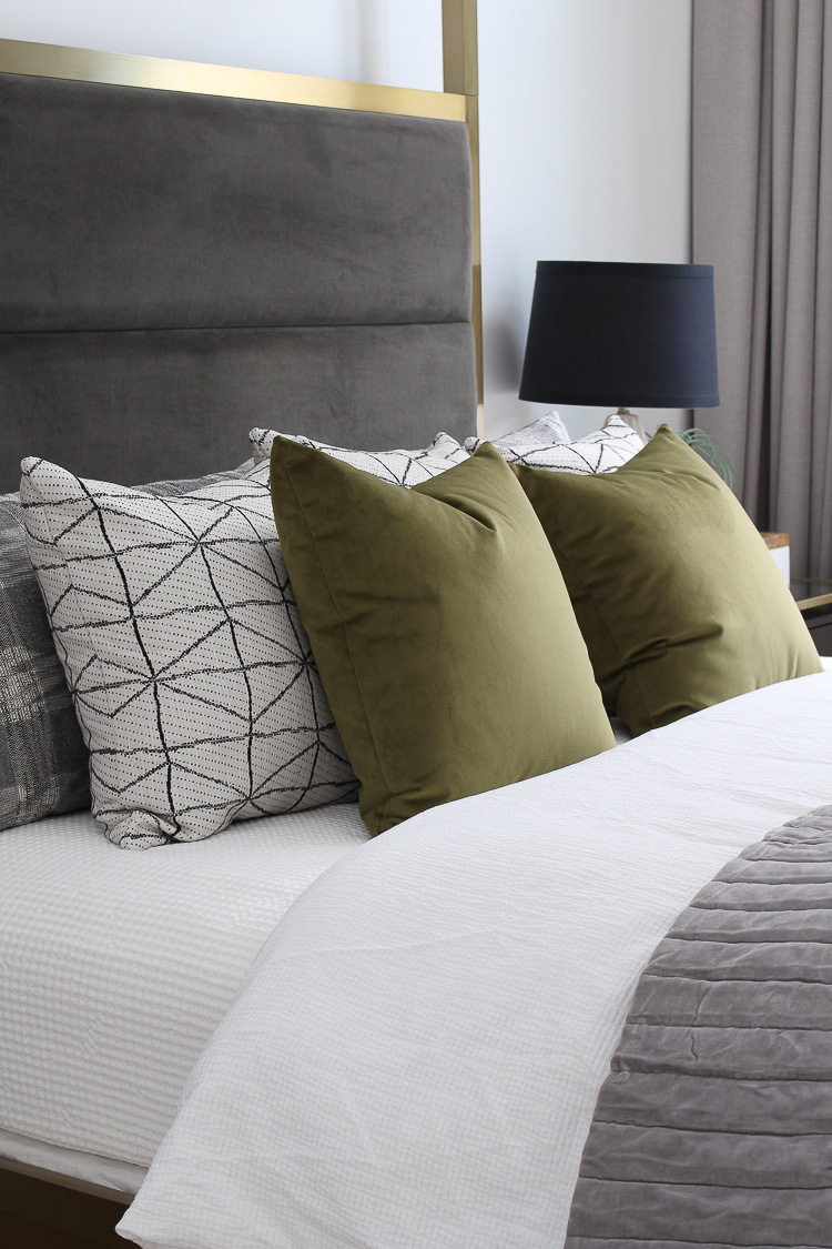 contemporary-black-and-white-geometric-pattern-green-velvet-pillows