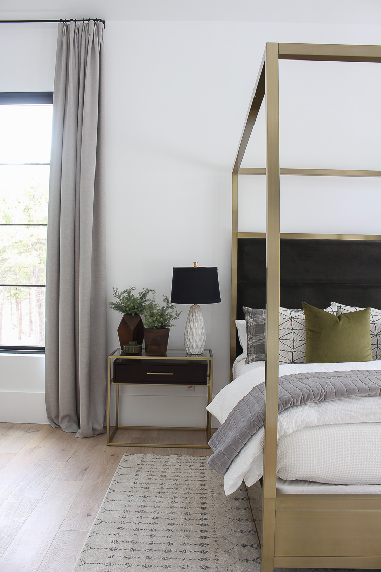 modern-scandinavian-master-bedroom-design-brass-furniture