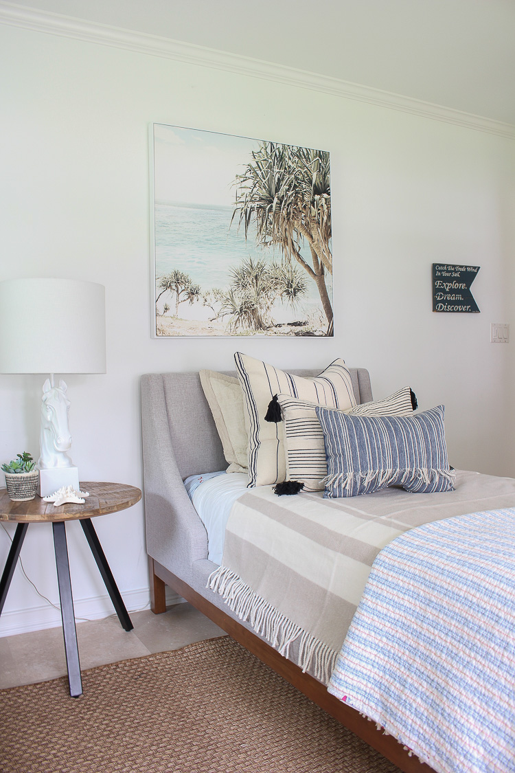 A Coastal Theme Bedroom Makeover At Our Beach Cottage The House Of Silver Lining