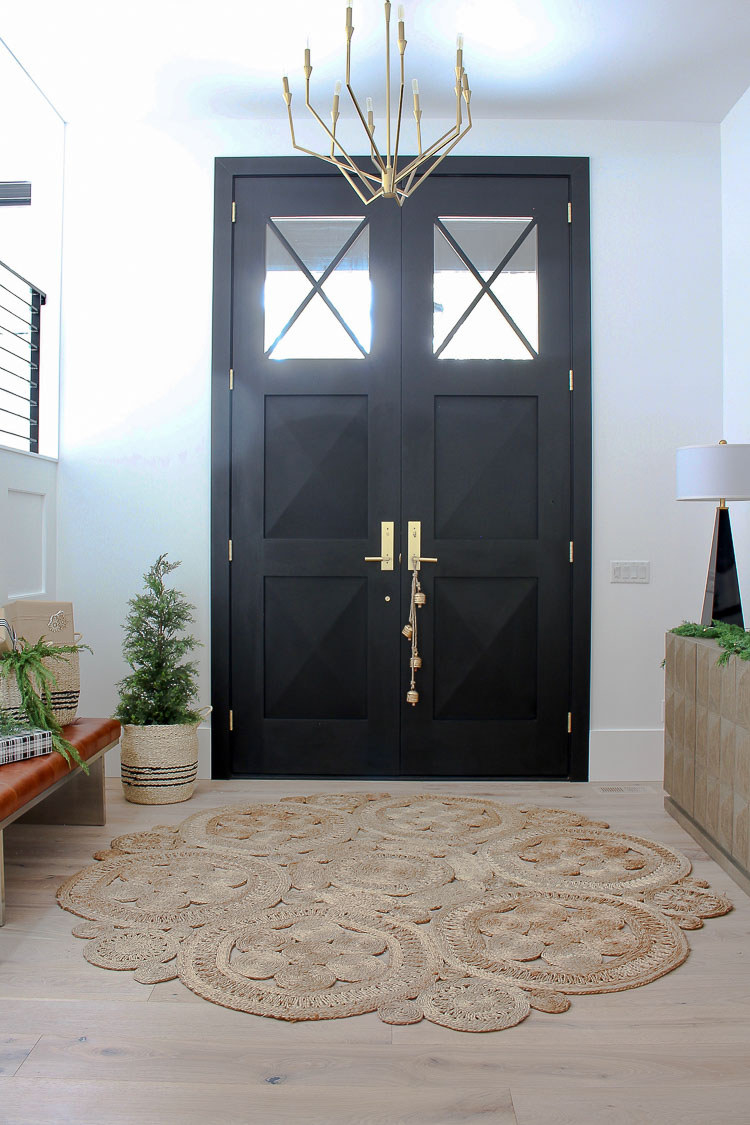 organic-modern-simple-christmas-decor-foyer-front-entry