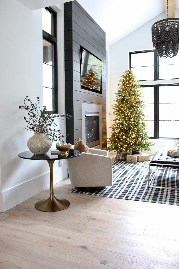 modern-farmhouse-simplistic-christmas-decor-home-tour