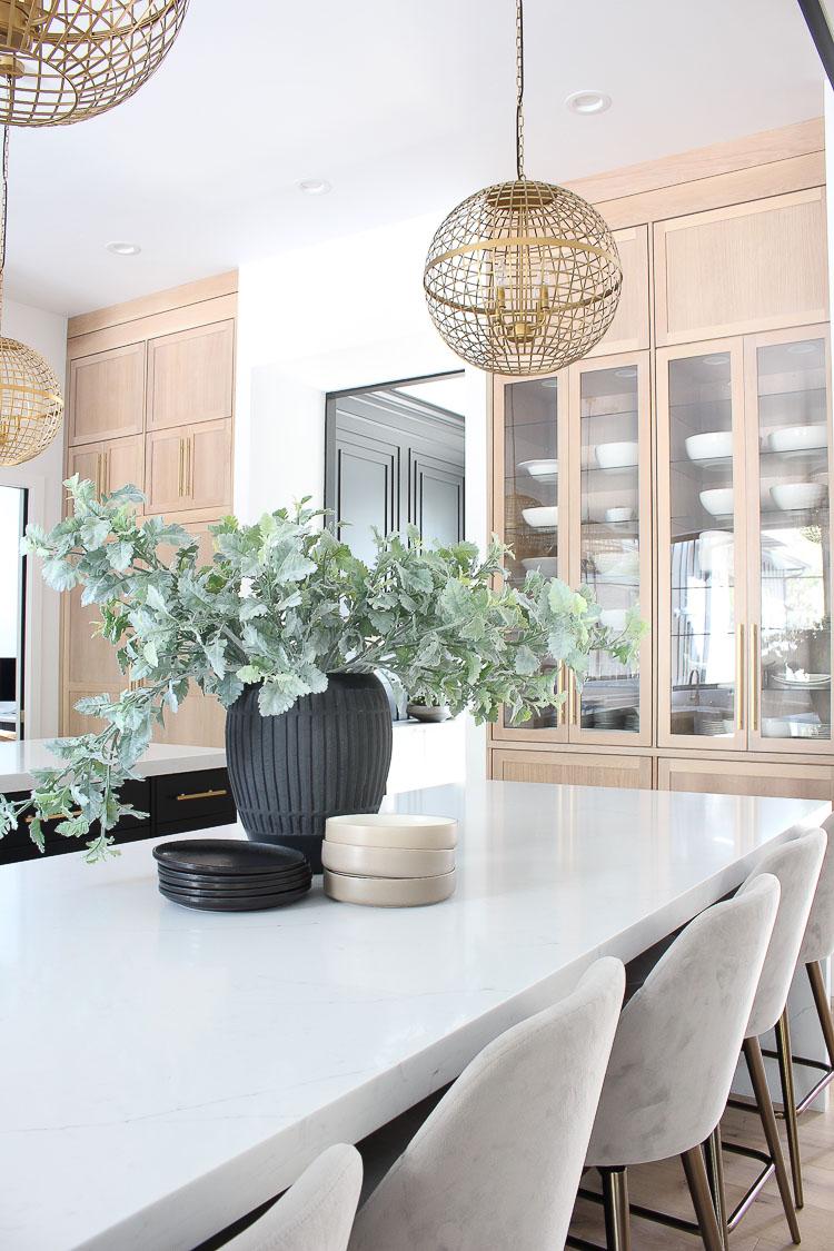 Contemporary-kitchen-rift-sawn-white-oak-cabinets