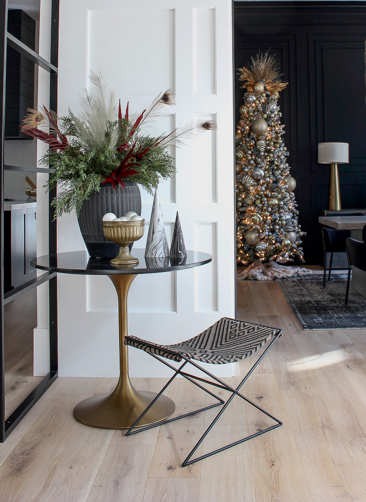 contemporary-bold-elegant-christmas-decor