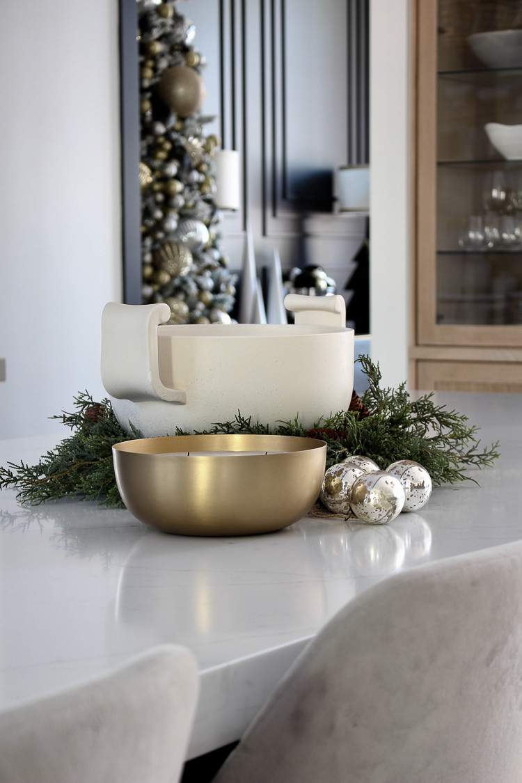 traditional-modern-kitchen-styled-for-christmas
