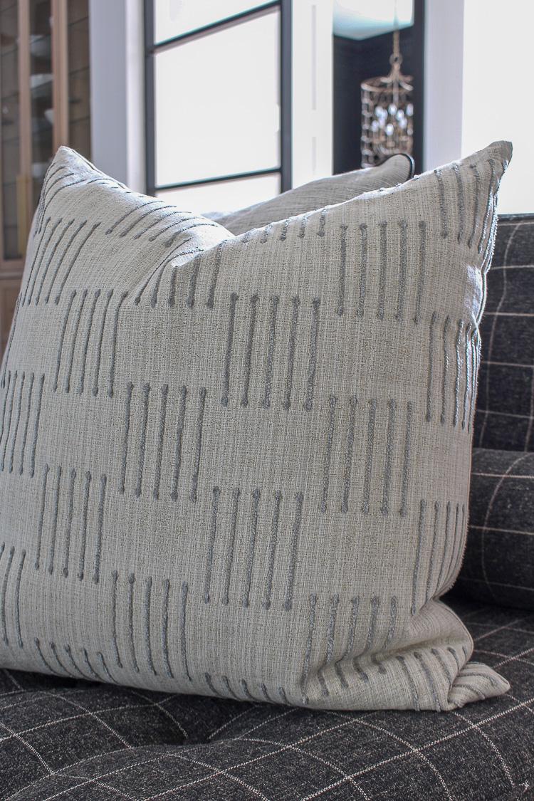 modern-classic-neutral-fabrics-throw-pillows